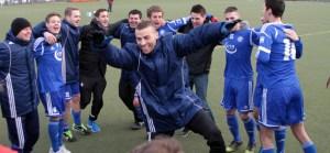 Grund zum Feiern: Mehring tanzte nach dem 2:0 gegen Neunkirchen. Foto: Sebastian Schwarz - 5VIER