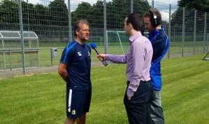 Interview zum Trainingsauftakt mit SVE-Trainer Roland Seitz im Moselstadion. Foto: 5vier.de - 5VIER