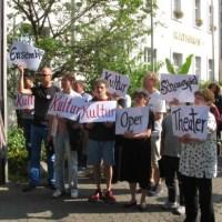 Übergabe Petition Theater Trier Artikelbild_bearbeitet - 5VIER