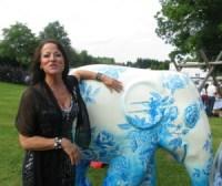 Shirley Winter mit ihrem persönlichen Lieblingselefanten