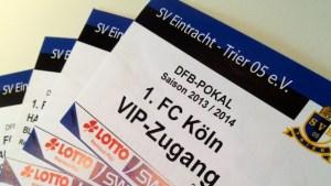 Die zwei VIP-Tickets (inkl. Haupttribünenkarten) liegen schon bereit und warten auf einen neuen Besitzer. Foto: 5vier.de - 5VIER
