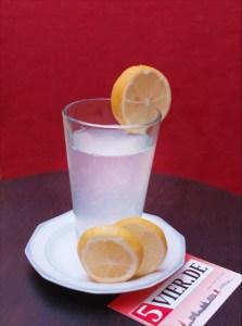 Eine heiße Zitrone bringt Vitamin C