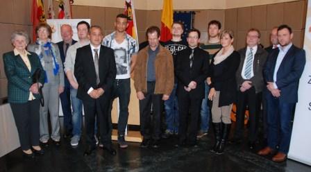 Die geehrten Bürgerinnen und Bürger mit Polizeipräsident Schömann (3. von links) und Oberbürgermeister Jensen (2. von rechts). Foto: Polizei Trier