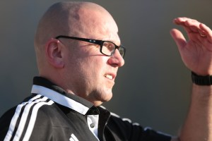 Mehrings Trainer Frank Meeth kann am 34. Spieltag den Klassenerhalt sichern (Foto: 5vier-Archiv)