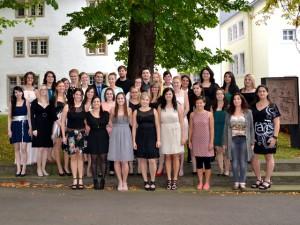 Die examinierten Gesundheits- und Krankenpfleger/innen und Gesundheits- und Kinderkrankenpflegerinnen der Karl Borromäus Schule. Foto: Ann-Cathrin Harth