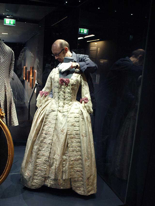 Kleider erzählen Geschichten - Rokoko-Robe im Simeonstift
