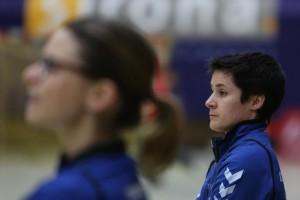 Miezen-Trainerin Cristina Cabeza Gutierrez glaubt an den Aufschwung. Am Samstagabend muss der DJK/MJC Trier in der Arena gegen den VfL Oldenburg ran. 5vier-Fotos: Franziska Garcia