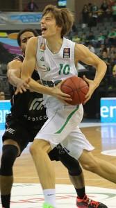 Marko Lukovic, hier im Spiel gegen die Artland Dragons, ist schon nach drei Spielen nicht mehr aus dem TBB Team wegzudenken. Foto: Helmut Thewalt
