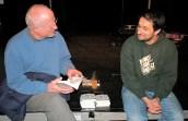 Sulaiman Masomi verkauft seine Bücher. TuFa Trier. Poetry Slam Landesmeisterschaft RLP 2014. Eröffnungsgala. - 5VIER