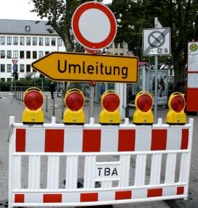 Umleitung. Nikolaus-Koch-Platz - 5VIER