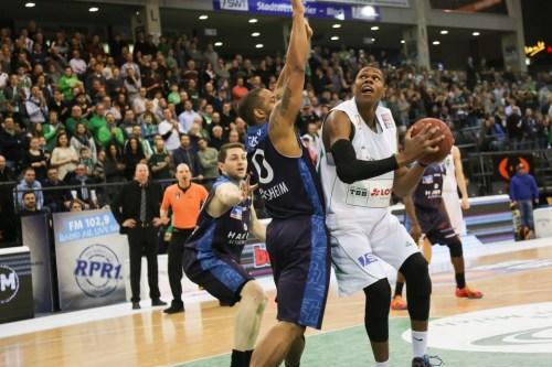 Aktiv, aber auf sich gestellt: Vitalis Chikoko konnte dem Spiel trotz 21 Punkten keine entscheidende Wendung geben. Foto: Thewalt