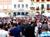 Fans fiebern mit Taschentüchern Leiendecker Bloas entgegen - 5VIER