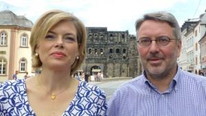 Julia Klöckner (li.) und Udo Köhler waren gemeinsam in Trier auf Tour. Foto: C. Maisenbacher