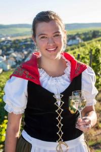 Nadine I. übernimmt das Amt als Weinkönigin von Anke II.