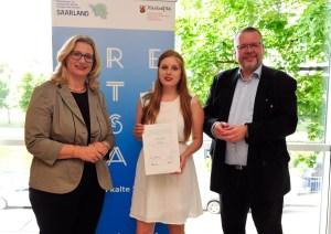 Lynn Harles (mi) mit der saarländischen Wirtschaftsministerin Anke Rehlinger und einem Vertreter des rheinland-pfälzischen Wirtschaftsministeriums.