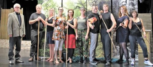 """Gruppenbild """"Die Herren der Fliege"""", Foto: Katz-Theater e.V."""