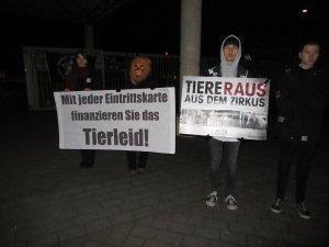 Demonstration gegen den Circus - PETA ZWEI Streatteam