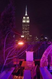 Blick von der 230 Fifth Rooftop Bar auf das Empire State Building