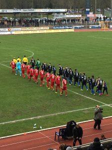 Eintracht Trier beim Einlauf gegen den FSV Salmrohr