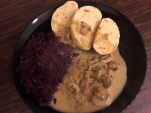 Gutes aus dem Osten – Böhmische Knödel mit Pilzragout und Rotkohl