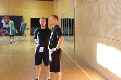 Hier im Training zu sehen, am Sonntag an der Seitenlinie: Jonas Borschel und Christian Held (r.). Foto: 5vier.de / Manuel Maus