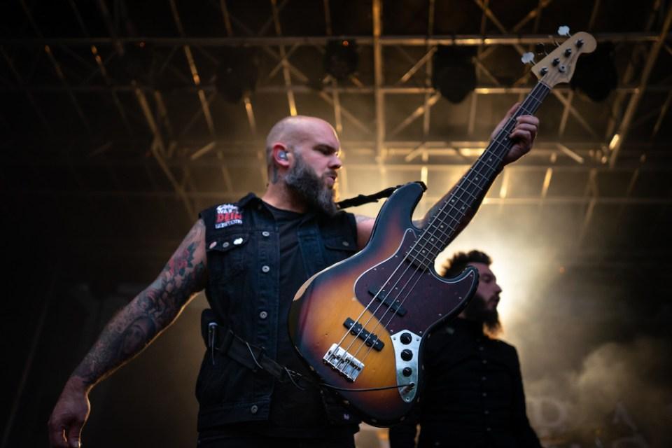 Der Bassist von Caliban auf dem Summerblast 2019