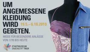 """Ausstellungsmotiv """"Um angemessene Kleidung wird gebeten"""". Bild: Stadtmuseum Simeonstift  - 5VIER"""