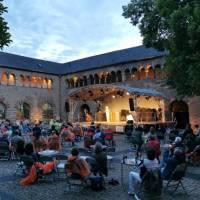 """Die beliebten Musikreihen """"WUNSCHbrunnenhof"""" und """"Jazz im Brunnenhof"""" finden statt"""