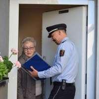 Einbruchschutz und Call-Center-Betrug: Polizisten informieren in der Eifel