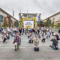 Katholische Arbeitnehmer-Bewegung übergibt mit Lieferkettenbündnis über 222.222 Unterschriften
