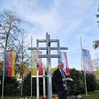 Volkstrauertag: OB Leibe gedenkt der Toten