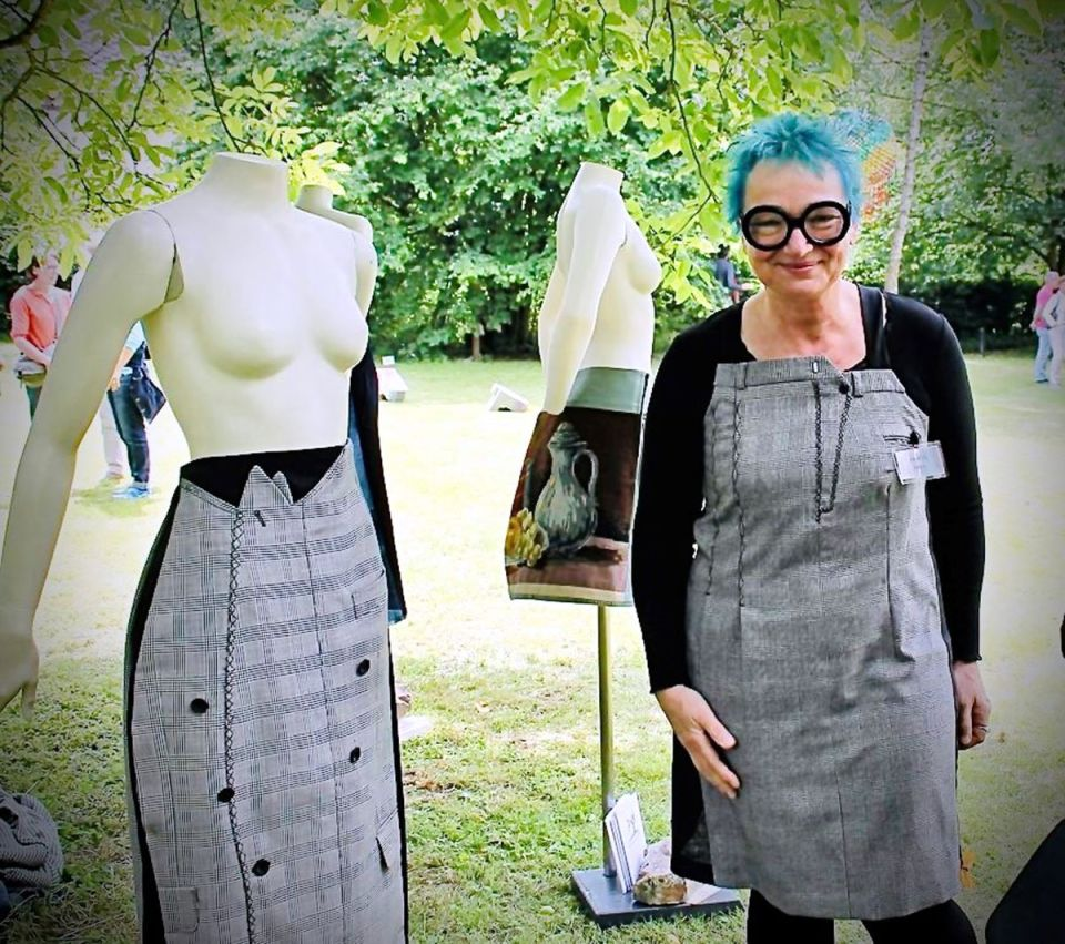 """Für den Kunst- & Handwerkermarkt im Oktober in Hatzenport konnte bereits die überregional bekannte Upcycling-Künstlerin Brigitte Pappe mit ihren """"kunstzumtragen""""-Unikaten für den Markt gewonnen werden. Bildquelle: Veranstalter"""
