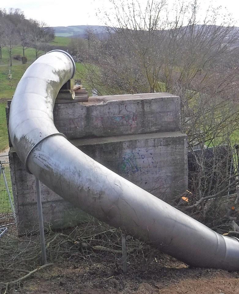 Die vorhandene Rutsche wird nach Angaben von StadtRaum Trier in die neue Anlage integriert. Bis dahin wird das untere Ende der Röhre aus Sicherheitsgründen verschlossen. Bildquelle: Stadtraum Trier