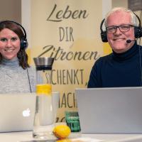 Sarah Burkhardt, Psychologin M.Sc., und Dirk Hense, zert. nestwärme Resilienz-Trainer, bei der Arbeit.