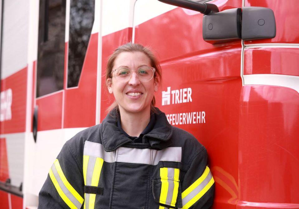 Heike Liesch ist die erste Frau bei der Trierer Berufsfeuerwehr. Damit erfüllte sie sich einen langgehegten Traum. Bildquelle: Presseamt Trier