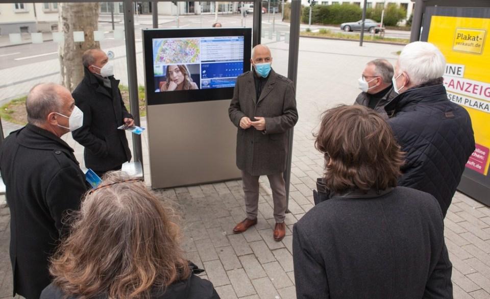 Michael Schröder - Mobilitätsleiter der SWt präsentiert das digitale Fahrgastinfosystem - Foto: SWT
