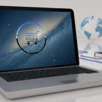 Notebook steht auf dem Tisch und zeigt ein ECommerce Icon. - Fofo: pixabay.com