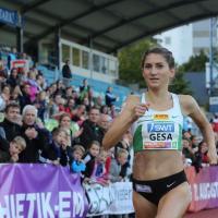 Gesa Krause beim Zieleinlauf über 800 Meter im Jahr 2017. Bildquelle: Silvesterlauf Trier e.V.