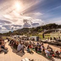 Das ehemalige Fischerdorf Zurlauben wird ab Freitag, 27. August 2021, für elf Tage wieder ein Ort der Kultur und Begegnung. Bildquelle: ttm / Simon Engelbert