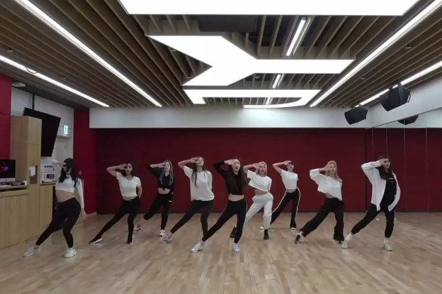 "Watch: TWICE Exudes Confidence In ""FANCY"" Dance Practice Video"