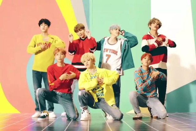 "BTS's ""DNA"" Becomes 1st Korean Boy Group MV To Reach 900 Million Views"