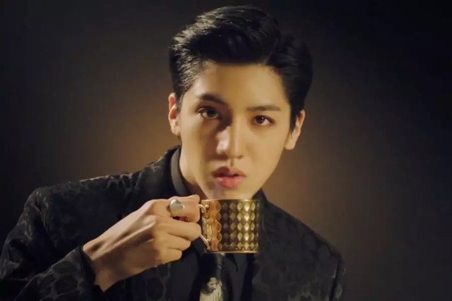 "Update: Wooseok Is A Busy Celeb In Teaser For Wooseok X Kuanlin's Unit Debut ""I'm A Star"" MV"