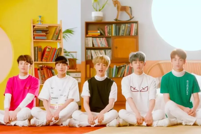 "Update: TXT Unveils Fun 1st Teaser Video For ""Cat & Dog�"