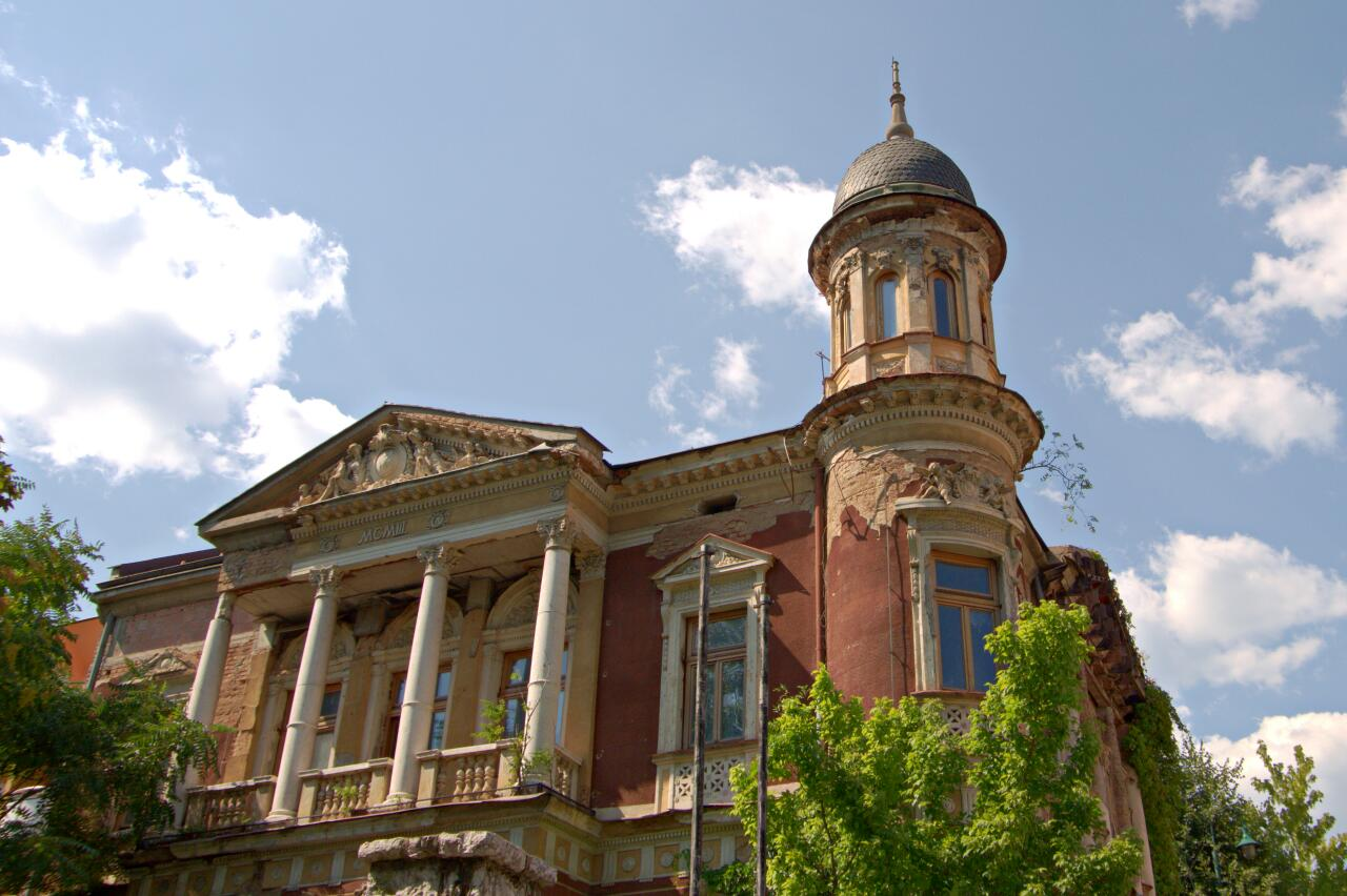 Beautiful if somewhat damaged villa from the Austro-Hungarian Epoch in Sarajevo