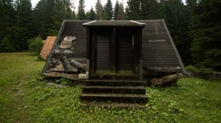 Old holiday camp between Zabljak and the black lake/Crno jezero