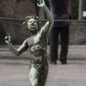 The dancing satyr of Pompeii is probably one of the most famous statues in the world and one the most fotographed - and now there is another out there. Sorry, I was to lazy to actually wait for that split-second when no-one else woud be in the picture.