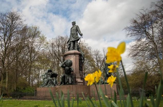 spring-in-berlin-bismarck-memoial-tiegarten-6648