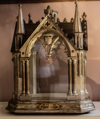 It seems the Head of Thomas of Aquin is still missing. A lot of the reliquaries were stolen or destroyed in the French Revolution.