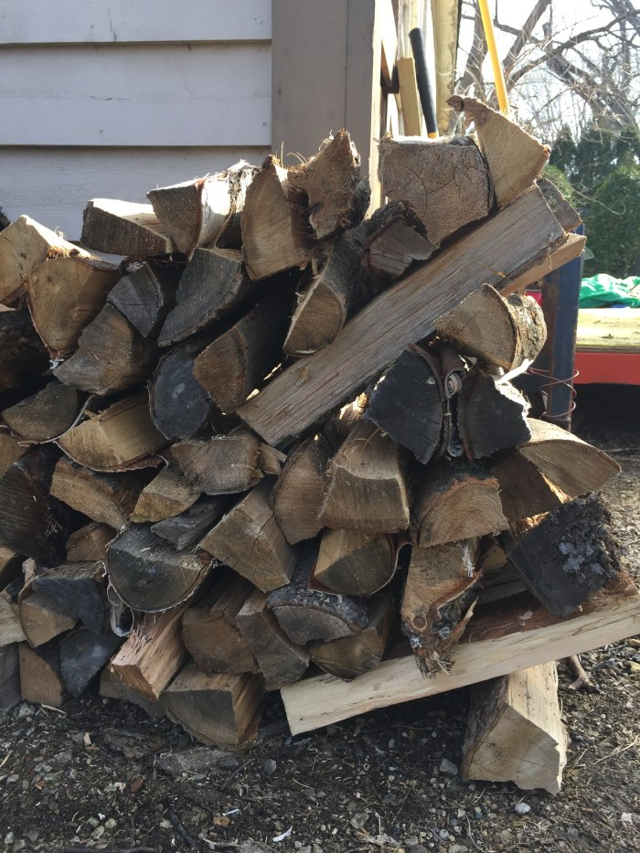 Paul also taught me this clever way of stacking the ends of my firewood pile so they stay in place without frames or posts!