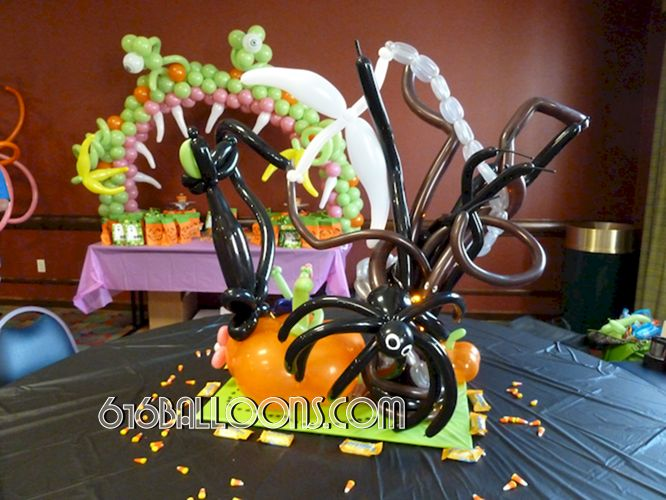 Halloween centerpiece balloon sculpture by 616Balloons.com Grand Rapids, Mi. Premium balloon art & decor. Corporate events, private parties..
